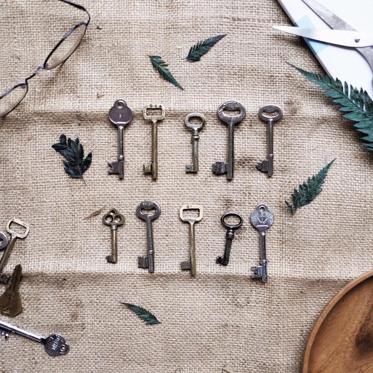 различни видове ключове размери и метал